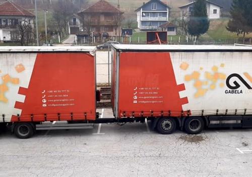 Kamion za skolu u Kacunima